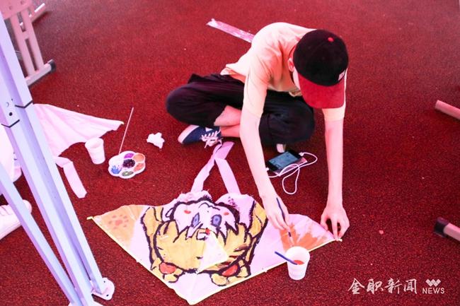 手绘创意风筝 放飞青春梦想